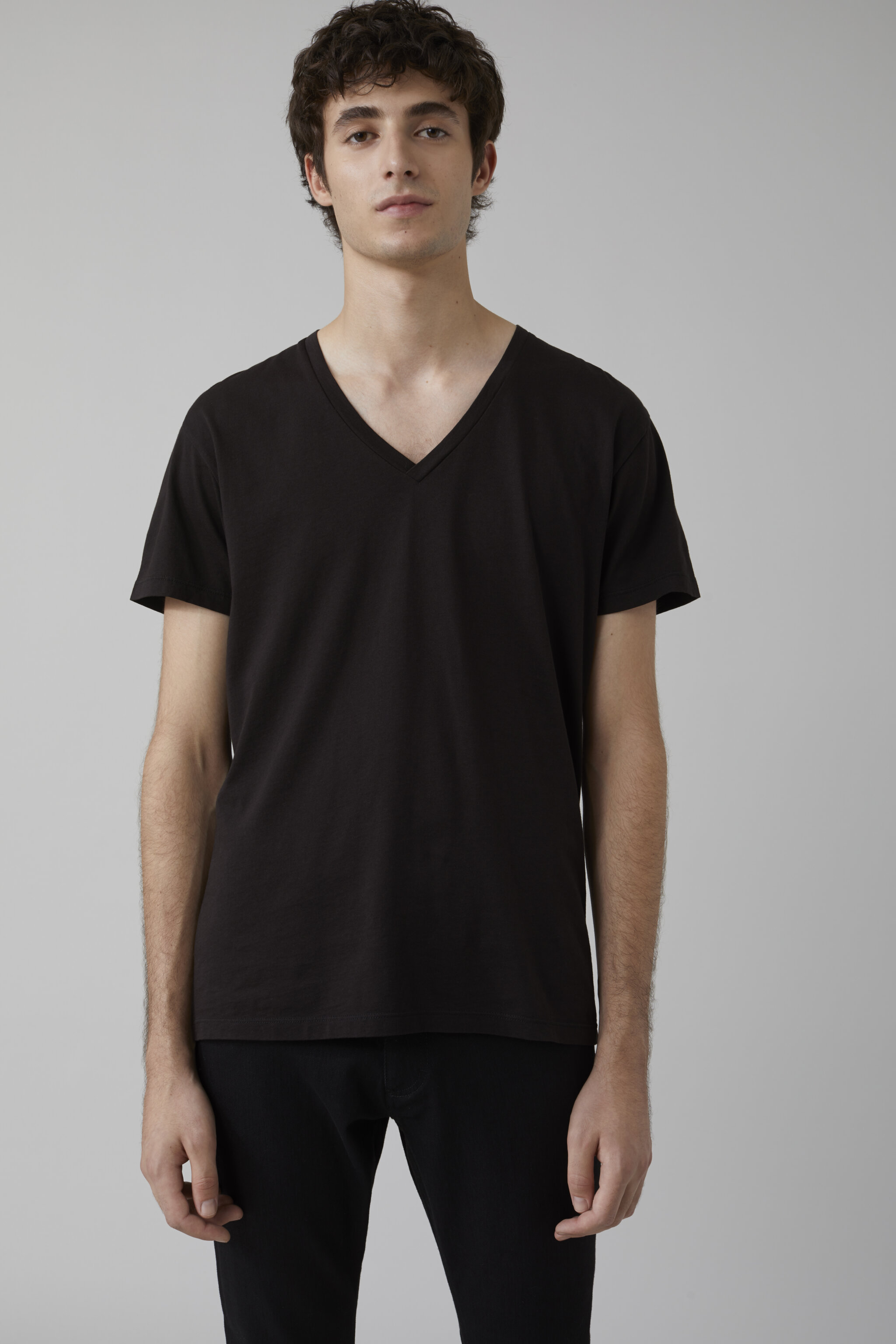 Herren CLOSED Basic V-Neck Shirt black | 4054736345412