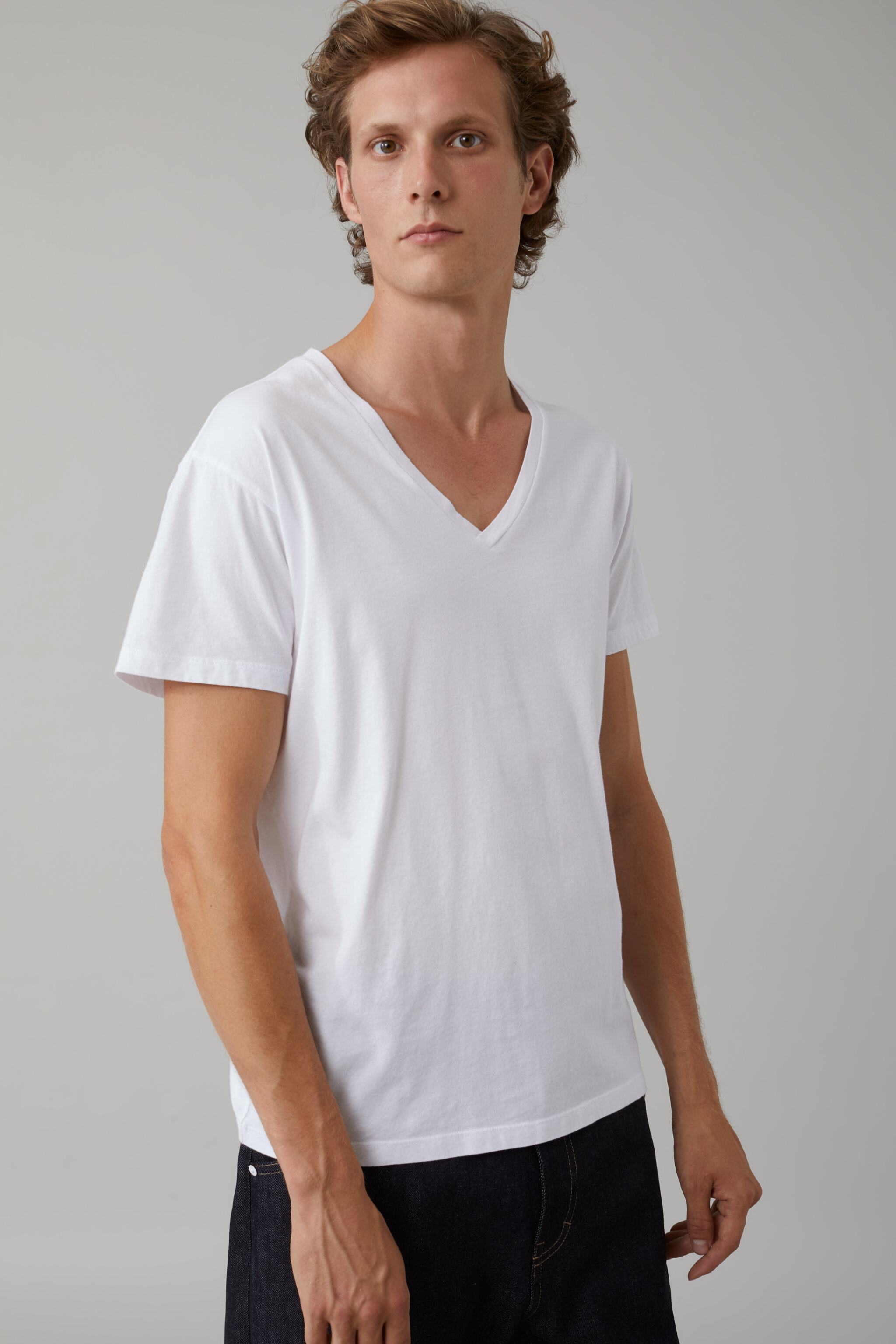 Herren CLOSED Basic V-Neck Shirt white | 4054736219805